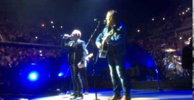 Zucchero a sorpresa duetta con Bono al concerto degli U2 a Torino