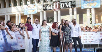 Il regista Francesco Ghiaccio e il cast di 'Dolcissime' si raccontano sul set